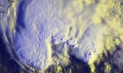 Κακοκαιρία Ιανός: Εντυπωσιακές δορυφορικές εικόνες απ' το «μάτι του κυκλώνα»