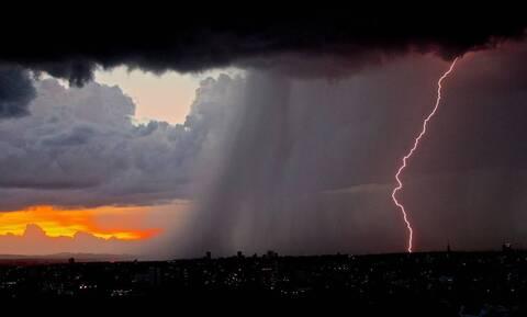 Έκτακτα μέτρα για τον «Ιανό» - Ποιες περιοχές θα «σαρώσει» ο μεσογειακός κυκλώνας
