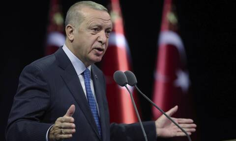 «Καταρρέει» ο Ερντογάν: Η Moody's υποβάθμισε 13 τουρκικές τράπεζες - «Βυθίζεται» η λίρα