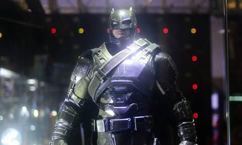 Τρομερές εικόνες - Αστυνομικοί έκοψαν κλήση στον Batman (vid)