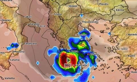 Κυκλώνας Ιανός: «Κλειδώνει» και τρομάζει η ισχύς και η πορεία του...