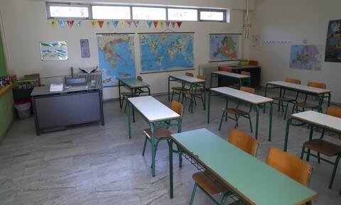 Κορονοϊός: Μεγαλώνει η λίστα με τα σχολεία που κλείνουν λόγω κρουσμάτων