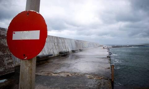 Κακοκαιρία «Ιανός»: Χωρίς καράβια Ζάκυνθος και Κεφαλονιά