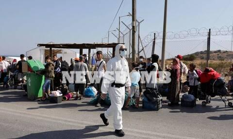 Μυτιλήνη: Σε εξέλιξη επιχείρηση της ΕΛ.ΑΣ. - Τεράστιες ουρές μεταναστών έξω από Καρά Τεπέ