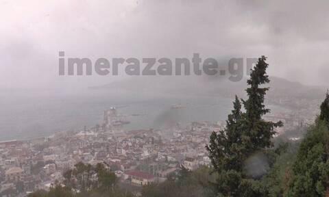 Κακοκαιρία Ιανός: «Σφυροκοπάει» τη Ζάκυνθο - Δείτε τις πρώτες εικόνες του κυκλώνα