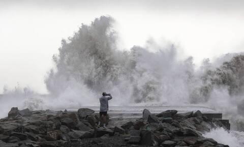 Κακοκαιρία «Ιανός»: Προειδοποίηση ότι τα κύματα θα φτάσουν σε ύψος τα 7 μέτρα