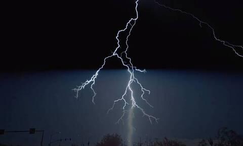 Βροντές και καταιγίδες: Δείτε το βίντεο που έχει τρελάνει το διαδίκτυο