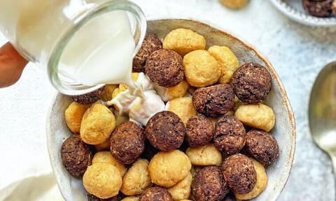 Μπισκότα αντί για δημητριακά στο γάλα; Η νέα τρέλα του Tik Tok