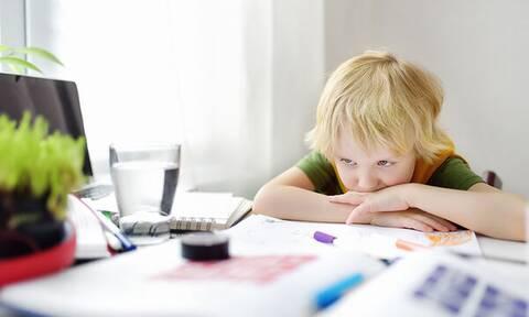 Έχετε αγόρια; Να πώς θα διαβάζουν για το σχολείο χωρίς γκρίνια