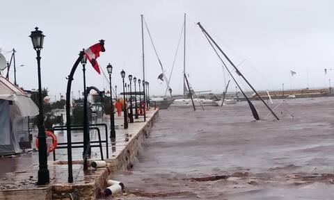 Κακοκαιρία Ιανός: Εικόνες καταστροφής σε Κεφαλονιά, Ιθάκη και Ζάκυνθο – Ποιες περιοχές θα σαρώσει