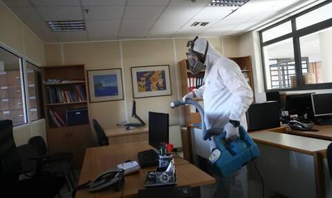 Κορονοϊός: Υποχρεωτική τηλεργασία για το 40% των εργαζομένων σε δημόσιο και ιδιωτικό τομέα