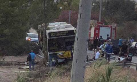 Τροχαίο σοκ στην Αγία Μαρίνα: ΙΧ συγκρούστηκε με λεωφορείο - Ένας χαροπαλεύει, ένας σοβαρά τραματίας