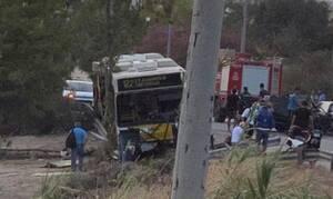 Τροχαίο ΣΟΚ: ΙΧ συγκρούστηκε με λεωφορείο στην Αγία Μαρίνα – Πληροφορίες για έναν νεκρό