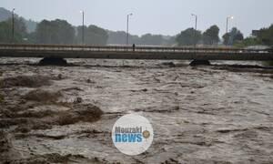 Συναγερμός στην Καρδίτσα: Αγνοείται οδηγός - Παρασύρθηκε από ορμητικά νερά