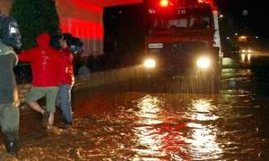 Κακοκαιρία Ιανός - Καρδίτσα: Έσπασε το ανάχωμα στον ποταμό Καράμπαλη, πλημμυρίζει η πόλη