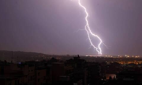 Καιρός ΤΩΡΑ: O «Ιανός» «χτυπά» τη χώρα - Πού βρέχει τώρα
