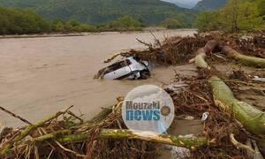 Κακοκαιρία Καρδίτσα: Βρέθηκε το όχημα της αγνοούμενης που παρασύρθηκε στο Μουζάκι