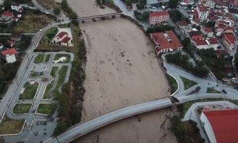Κακοκαιρία Ιανός: Εικόνες σοκ στο Μουζάκι - Καταστράφηκε το Κέντρο Υγείας, κατέρρευσε δρόμος