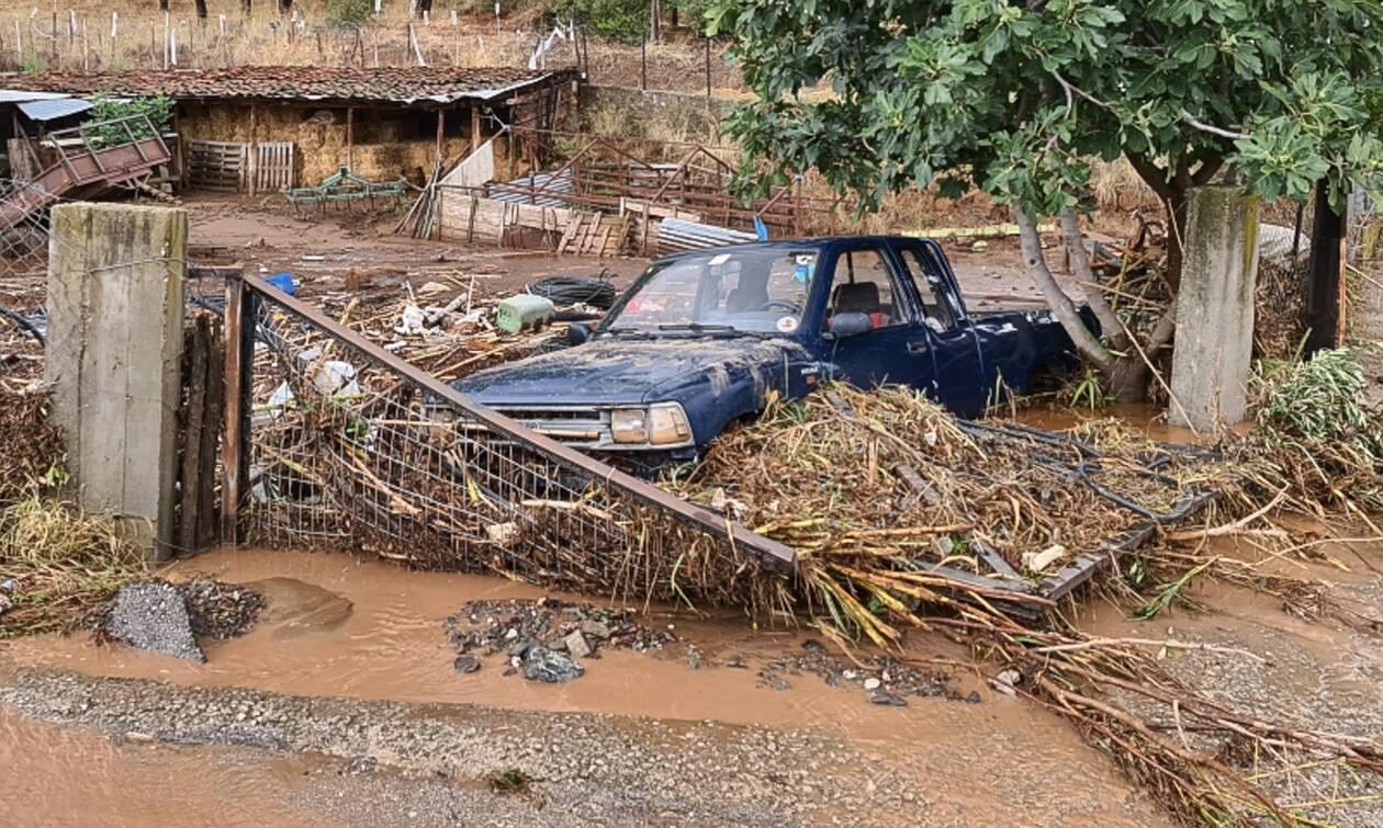 Κυκλώνας «Ιανός» - Φάρσαλα: Συγκλονιστική διάσωση ηλικιωμένου από την ΕΜΑΚ (vid)