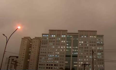 Απίστευτο φαινόμενο! Έπεσε… μαύρη βροχή (vid)