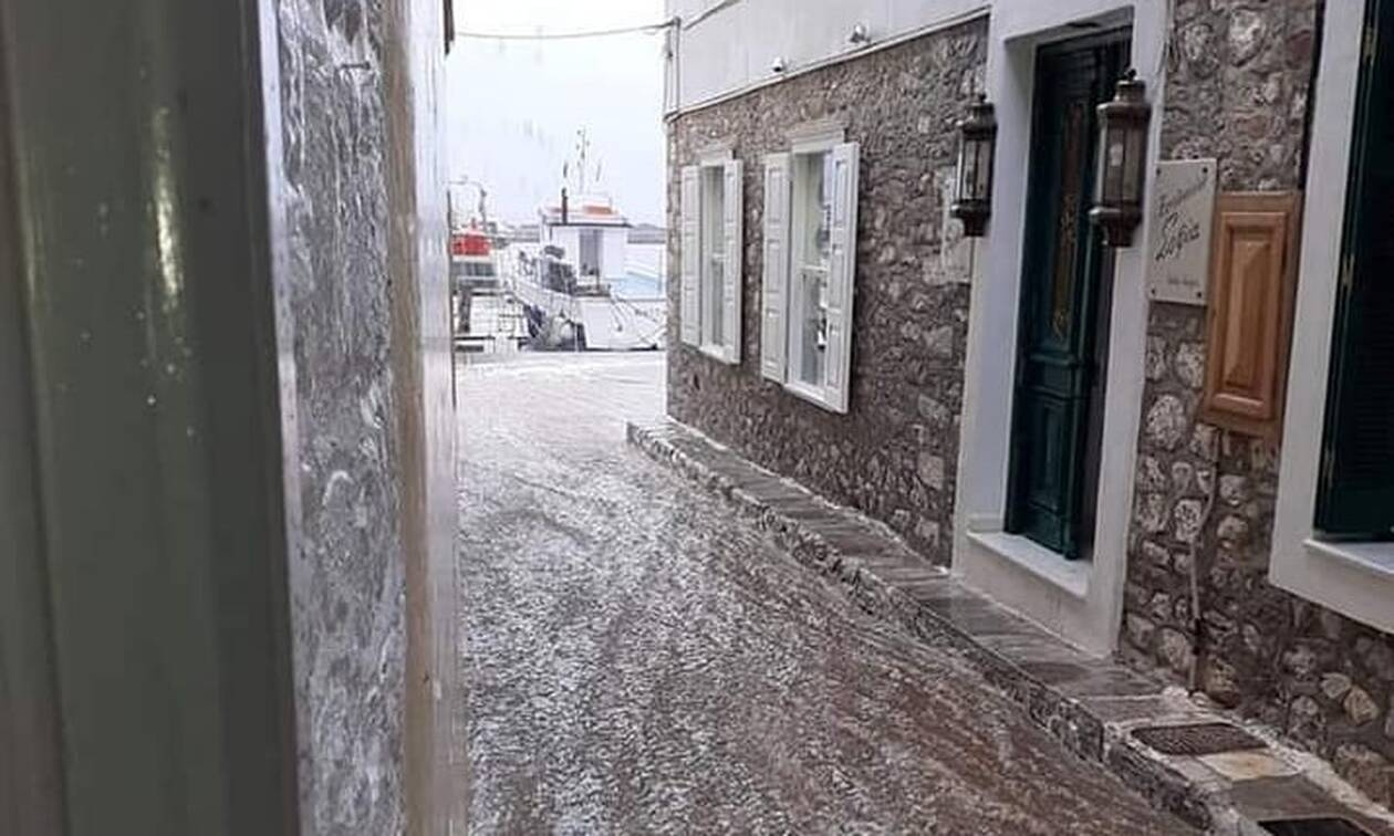 Κακοκαιρία: Ο Ιανός «χτυπά» την Ύδρα - Οι δρόμοι μετατράπηκαν σε χειμάρρους (pics)