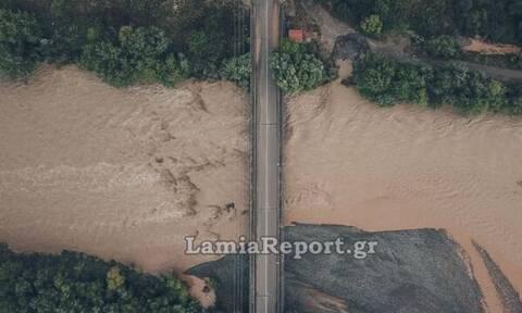 Κακοκαιρία «Ιανός» - Βίντεο: Συγκλονιστικές εικόνες από τον πλημμυρισμένο Σπερχειό