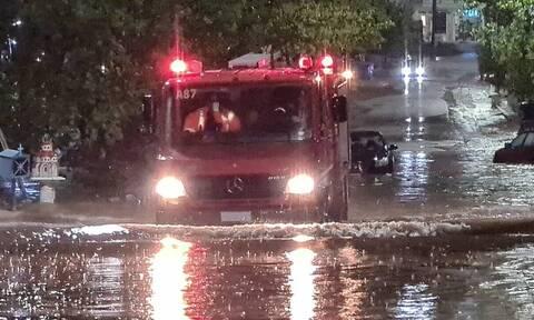 Κακοκαιρία Ιανός: Συγκλονιστικά βίντεο από επιχειρήσεις διάσωσης των ΕΜΑΚ σε Βόλο και Καρδίτσα