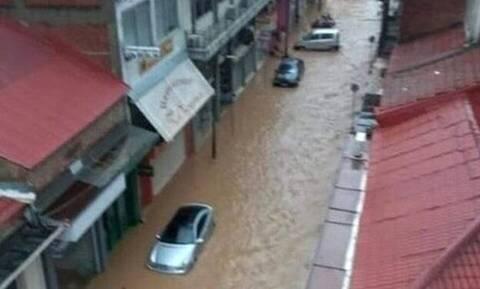 Κακοκαιρία Ιανός - Κρήτη: Πλημμύρισαν δρόμοι και καταστήματα - Επτά πτήσεις ακυρώθηκαν