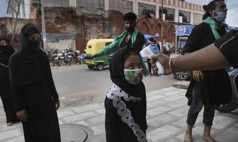 Κορονοϊός: «Γονάτισε» η Ινδία - 1.113 θάνατοι και 92.605 κρούσματα το τελευταίο 24ωρο
