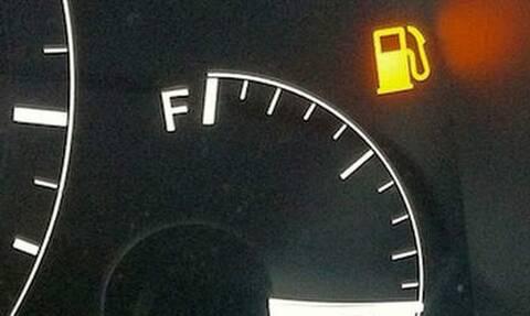 Τι δεν πρέπει να κάνεις όταν σου ανάβει λαμπάκι στο αυτοκίνητο