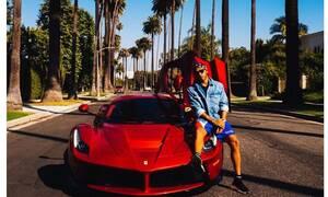 Γιατί ο Lewis Hamilton πουλά το Lear Jet του και παρκάρει μόνιμα τα super cars του;