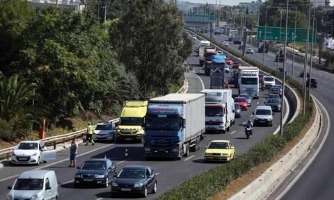 Κίνηση ΤΩΡΑ: Μποτιλιάρισμα στη Λεωφόρο Αθηνών λόγω τροχαίου - Πού εντοπίζονται προβλήματα