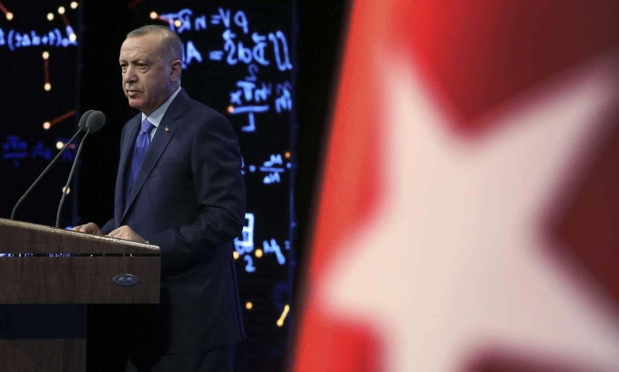 Η τουρκική λίρα «γονατίζει» τον Ερντογάν - Σε νέο ιστορικά χαμηλό