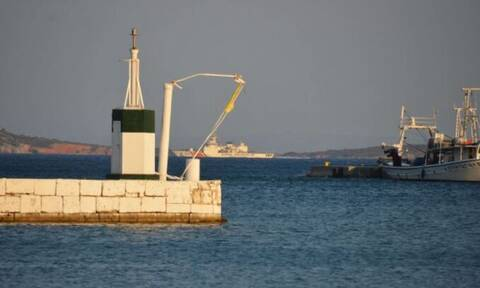 Η τουρκική Ακτοφυλακή «κόβει βόλτες» μία «ανάσα» έξω από το Πυθαγόρειο