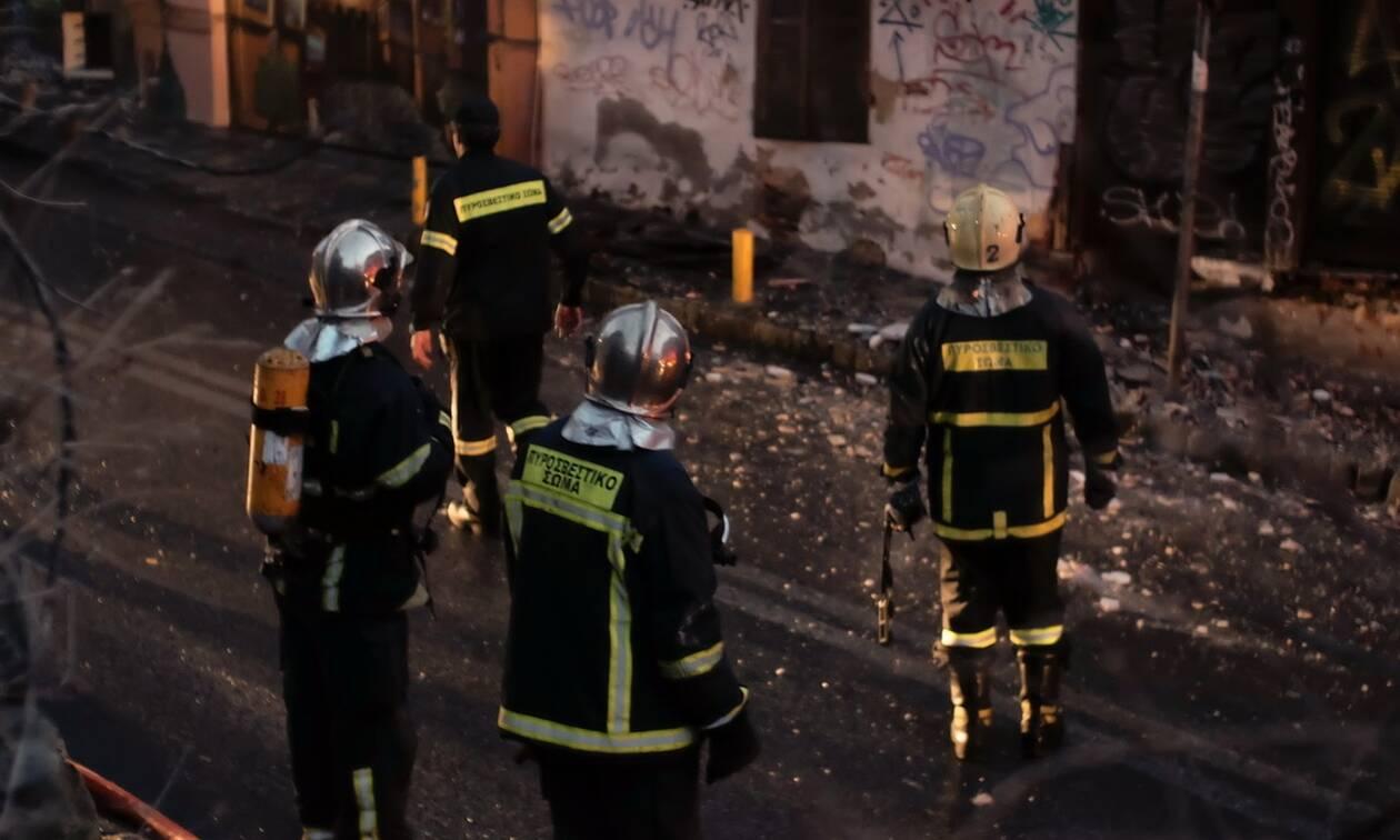 Φωτιά στην Αττική: Στις φλόγες αποθήκη στη Μεταμόρφωση