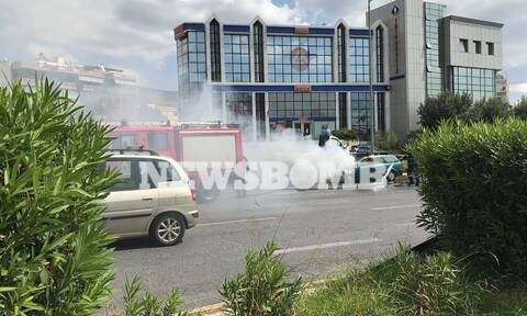 Φωτιά σε αυτοκίνητο στην Αργυρούπολη - Τεράστιο μποτιλιάρισμα (pics)