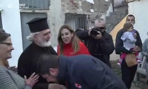 Το φάουλ του Χαρδαλιά με το χειροφίλημα σε ιερέα