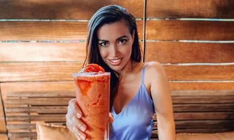 H Όλγα Φαρμάκη ποζάρει με φουσκωμένη κοιλίτσα και γίνεται viral