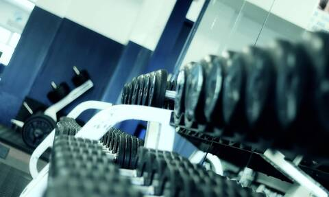 Σάλος σε γυμναστήριο: Την έδιωξαν γιατί την έκριναν «πολύ γυμνή»