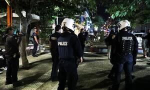 Παγκράτι: Έφοδος της Αστυνομίας στην πλατεία Βαρνάβα λόγω συνωστισμού