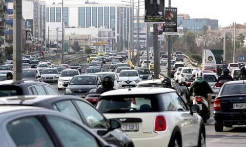 Κίνηση στους δρόμους: Στα κόκκινα η Αθήνα - Ποιους δρόμους πρέπει να αποφύγετε