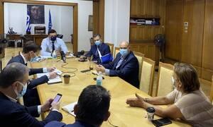 Κορονοϊός: Σύσκεψη Κικίλια για τις ΜΕΘ και την αύξησή τους στην Αττική