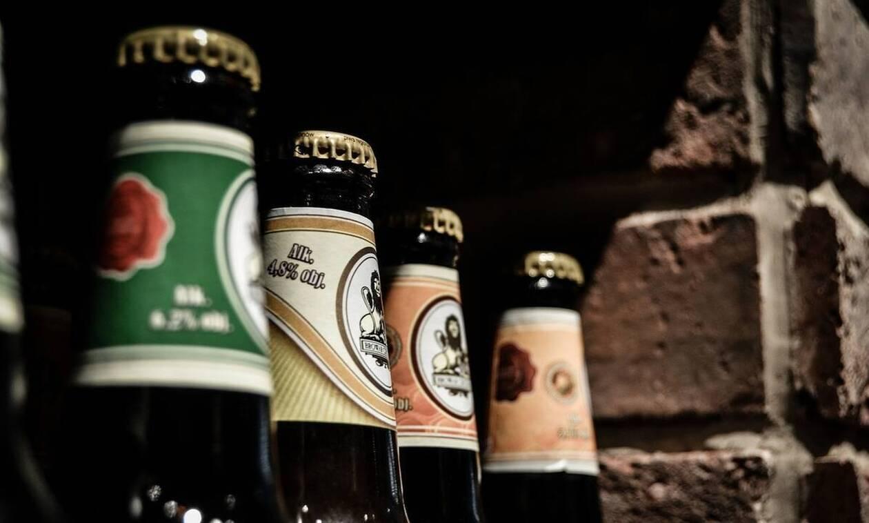 Το απόλυτο κόλπο να ανοίξετε ένα μπουκάλι μπύρα μ' ένα χαρτί! (vid)
