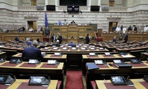 Στη Βουλή τα μέτρα στήριξης για τους πληγέντες από τον «Ιανό» και την πανδημία