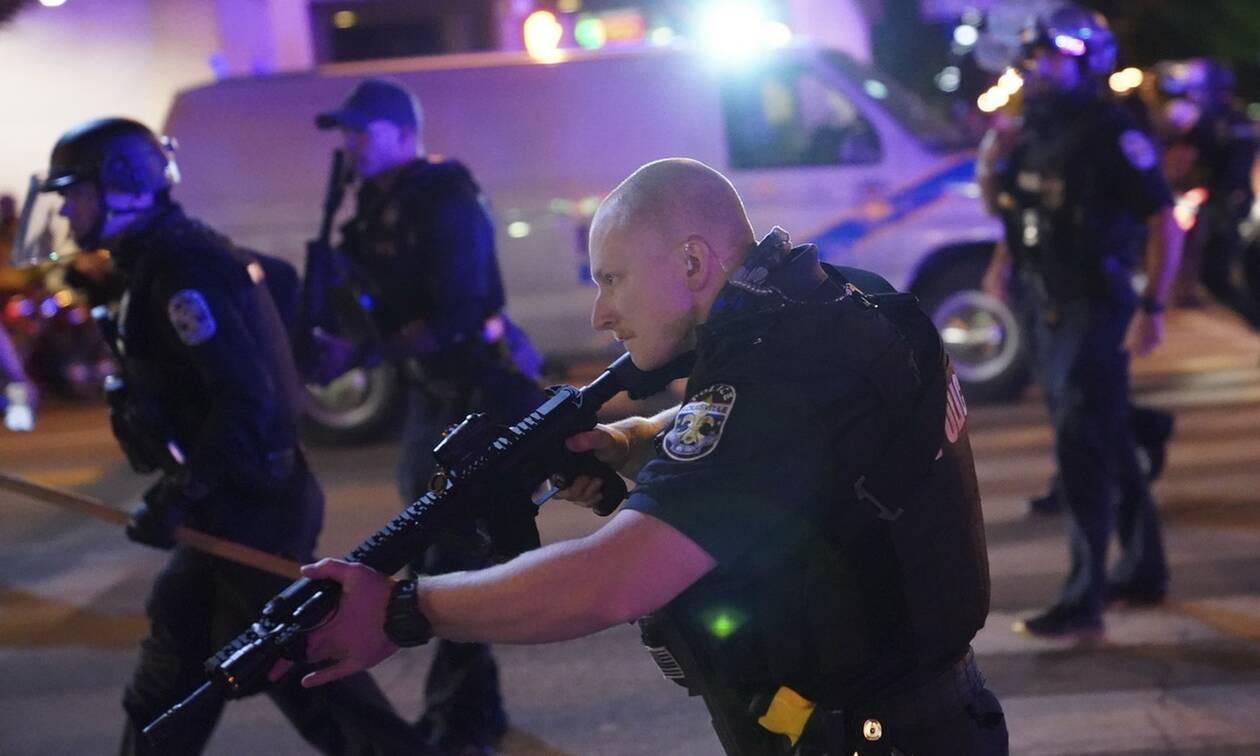 ΗΠΑ: Δύο αστυνομικοί τραυματίστηκαν κατά τη διάρκεια διαδηλώσεων στο Λούισβιλ