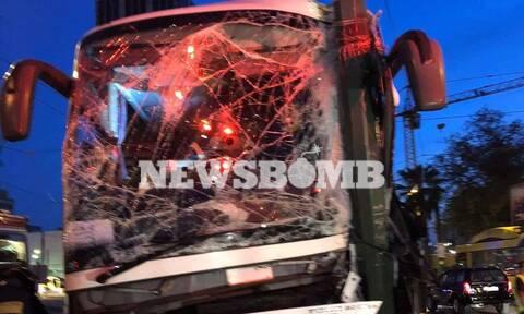 Πειραιάς: Τροχαίο με τουριστικό λεωφορείο στην Ακτή Μιαούλη - Επιχείρηση απεγκλωβισμού οδηγού