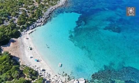 Σαπιέντζα: Το άγνωστο νησί με τη μία παραλία και νερά Καραϊβικής