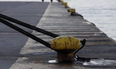 Δεμένα τα πλοία στο λιμάνι του Πειραιά λόγω 24ωρης απεργίας