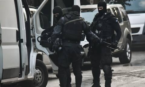 Συναγερμός στην Αντιτρομοκρατική: Τρεις συλλήψεις σε αστυνομική επιχείρηση
