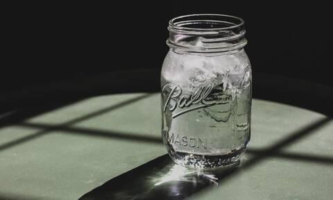 4 τρικς για να πίνεις όσο νερό πρέπει μέσα στο 24ωρο